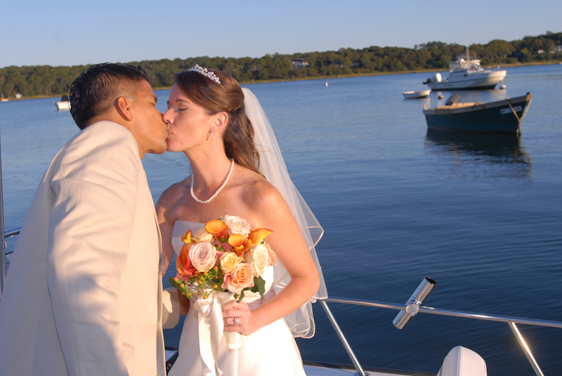 Wedding-Couple-Kissing-on-Boat.jpg