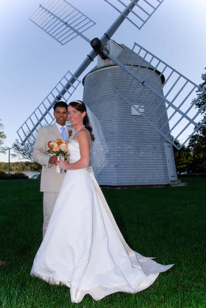Wedding-couple-in-front-of-windmill.jpg