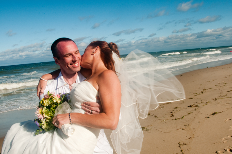 Wedding-couple-kissing-on-beach.jpg